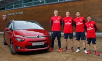 Craques do Arsenal fazem test drive boleiro com a Citroën - Foto: